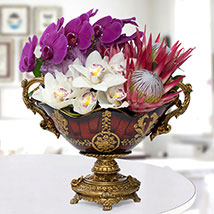 Fabulous Flower Arrangement: Premium Gifts